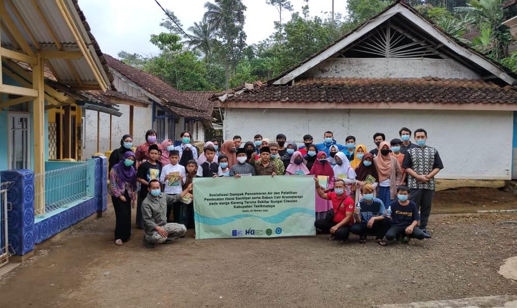 itb-sosialisasikan-dampak-air-tercemar-serta-pelatihan-pembuatan-hand-sanitizer-di-desa-kersamaju-tasikmalaya