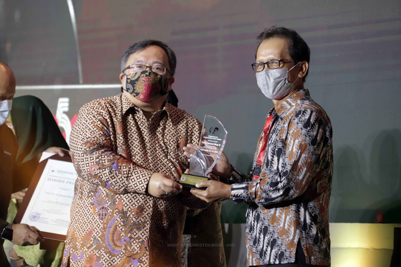 Yasrif Amir, the Professor from FSRD ITB,  Won the Habibie Prize 2020 in Cultural Studies
