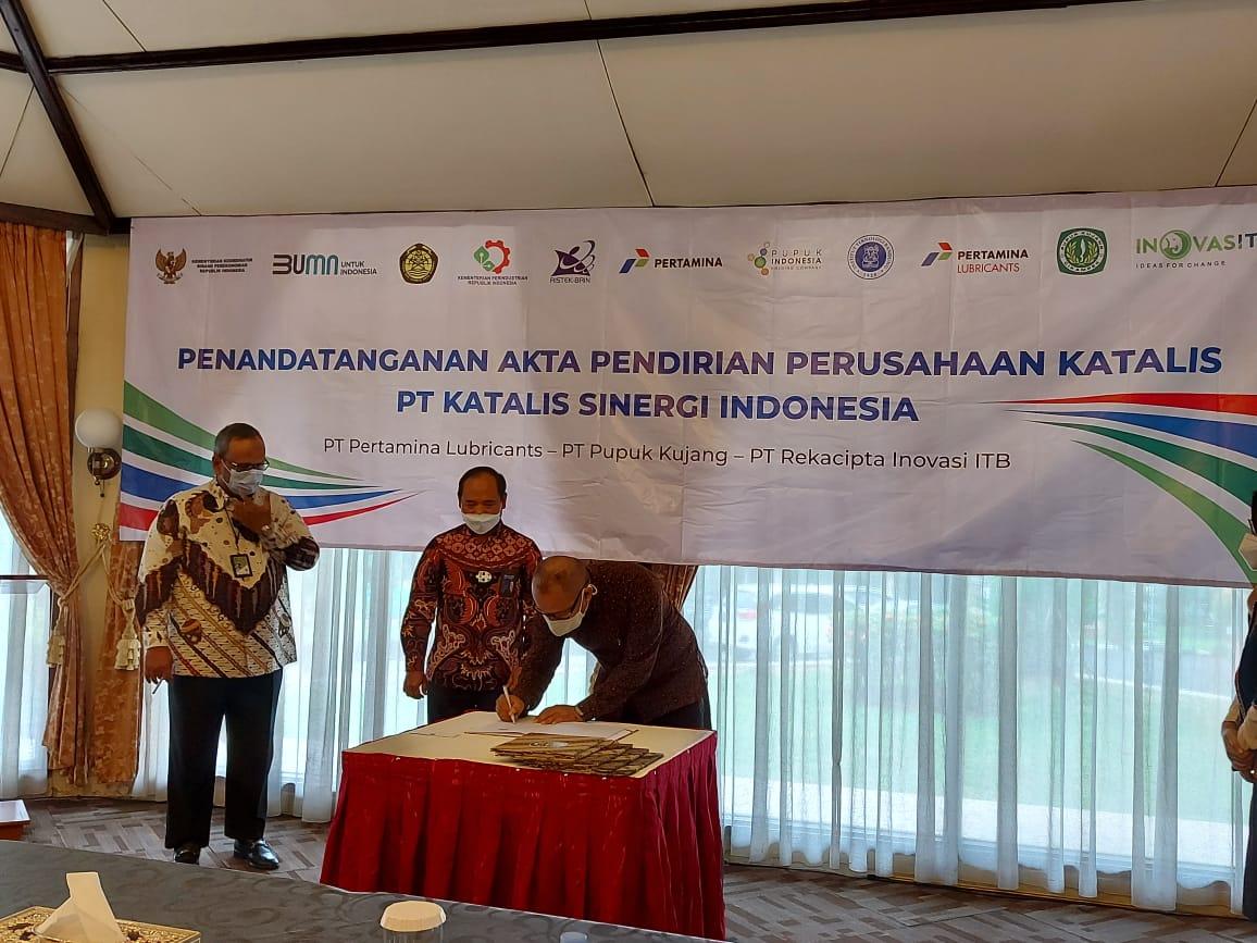 itb-pertamina-dan-pupuk-kujang-tandatangani-akta-pendirian-perusahaan-pt-katalis-sinergi-indonesia