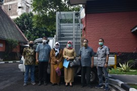 ITB Has Once Again Devote the N-95 Mask Sterilization Cabin to Two COVID-19 Referral Hospitals