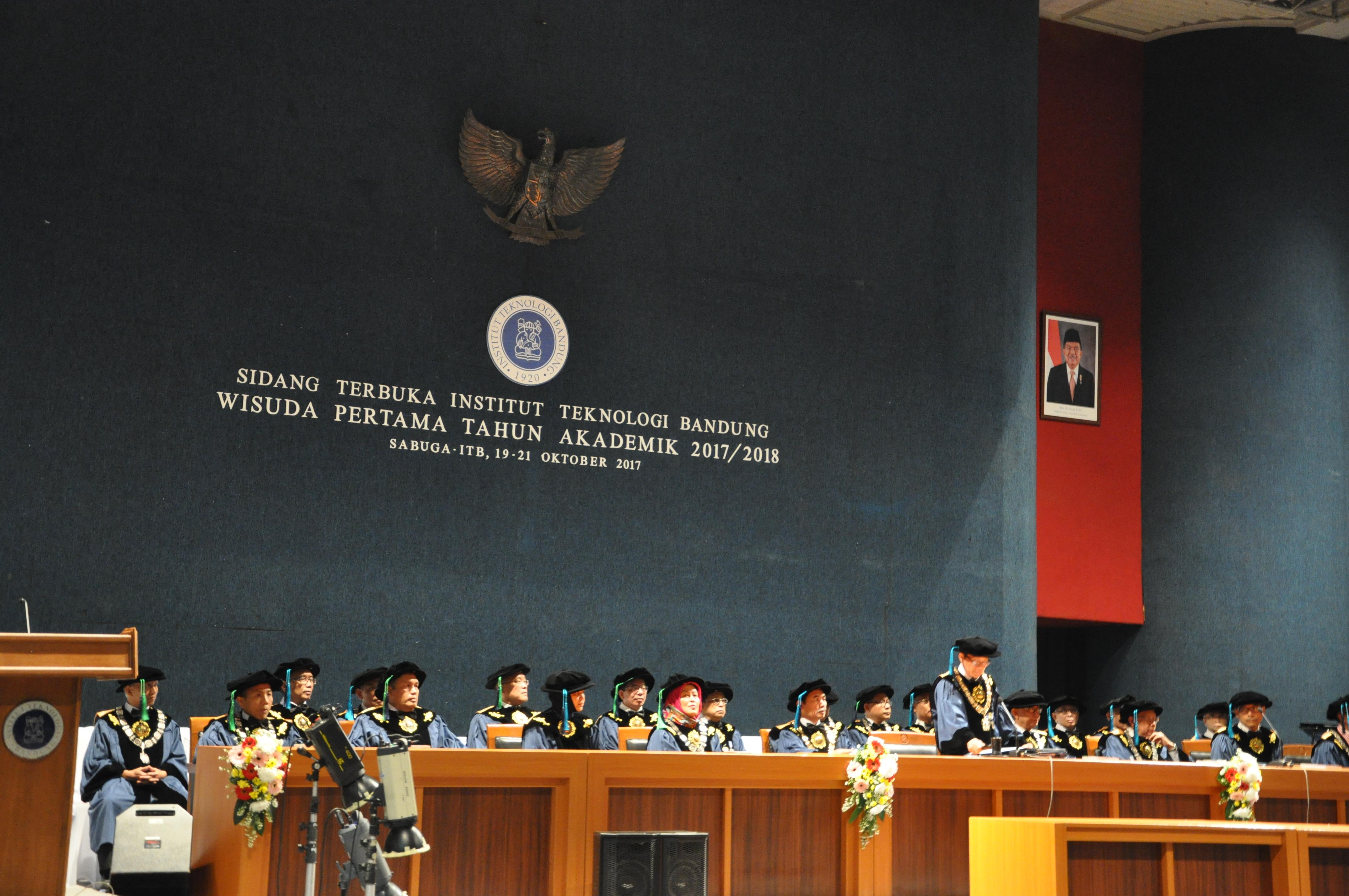 Teknologi Pangan Menjadi Tema Sambutan Rektor di Upacara Wisuda Pertama ITB Tahun Akademik 2017/2018