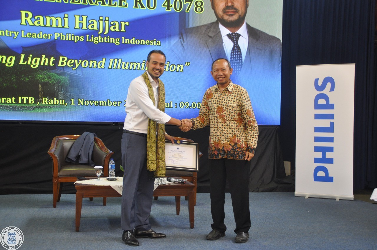 country-leader-phillips-indonesia-gave-a-lecture-about-lighting-and-smart-city