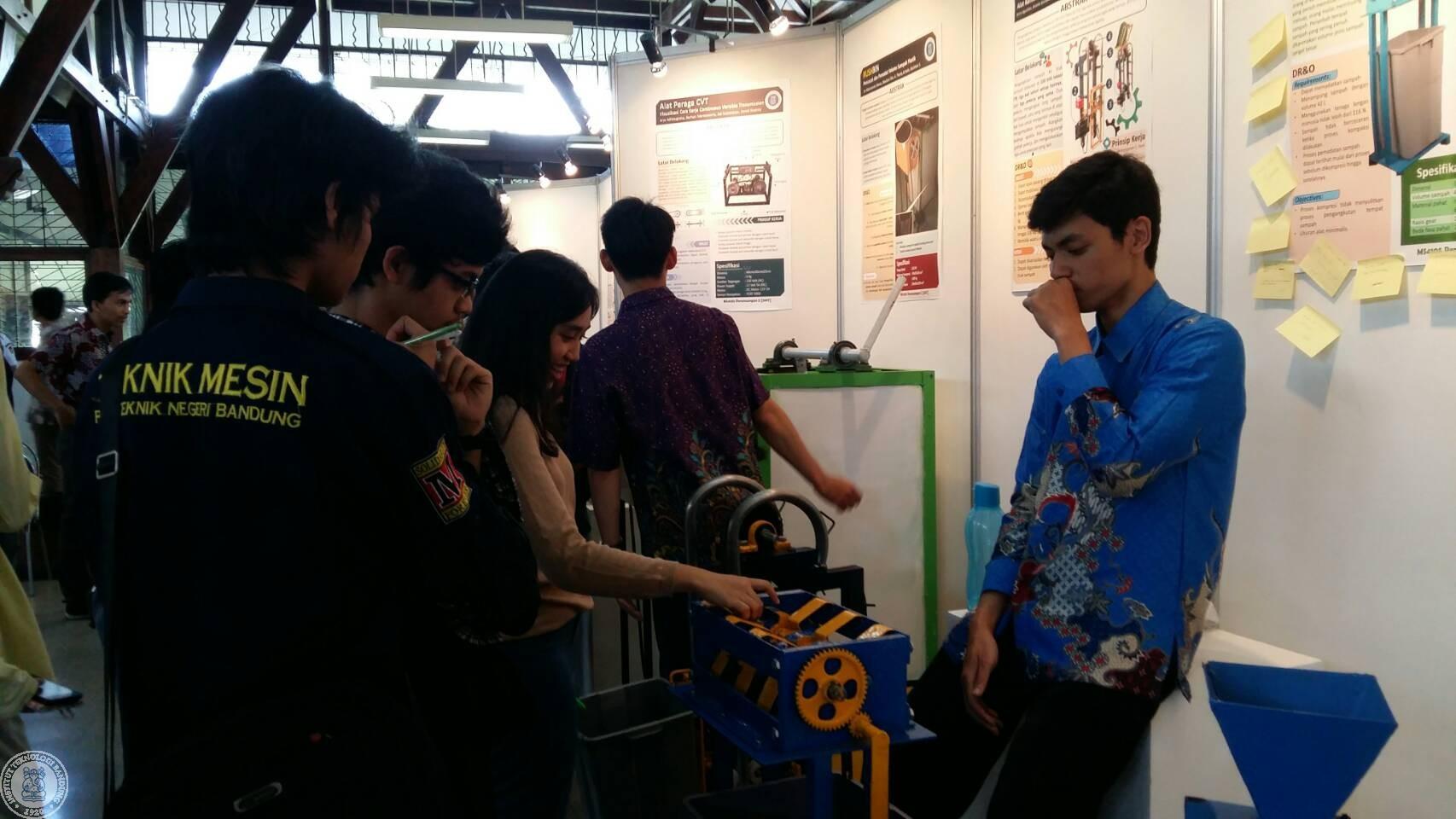 pameran-karya-mahasiswa-ftmd-latih-mahasiswa-merancang-membuat-dan-promosikan-produk