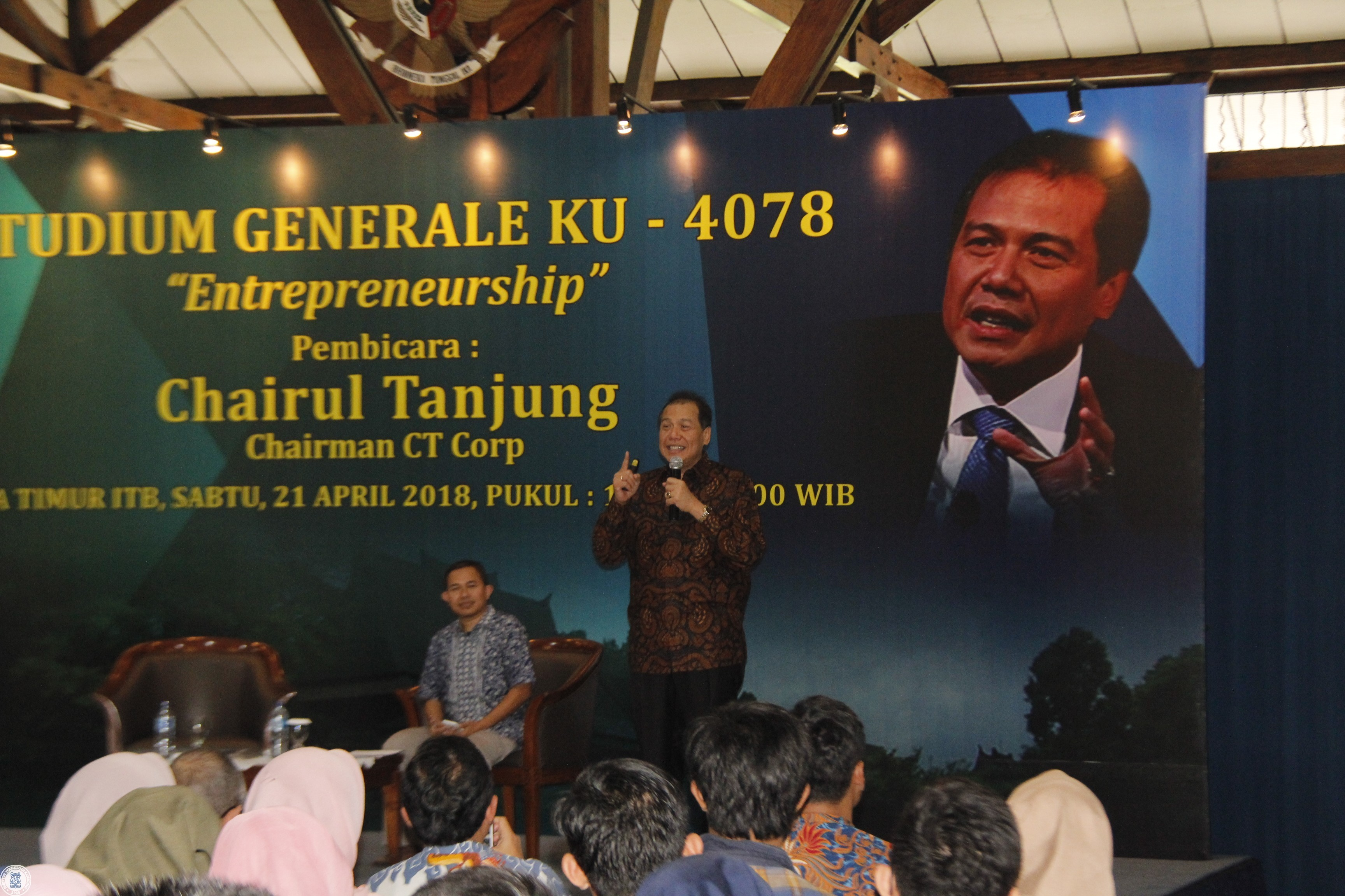 chairul-tanjung-shared-his-experience-at-entrepreneurship-studium-generale-public-lecture-itb