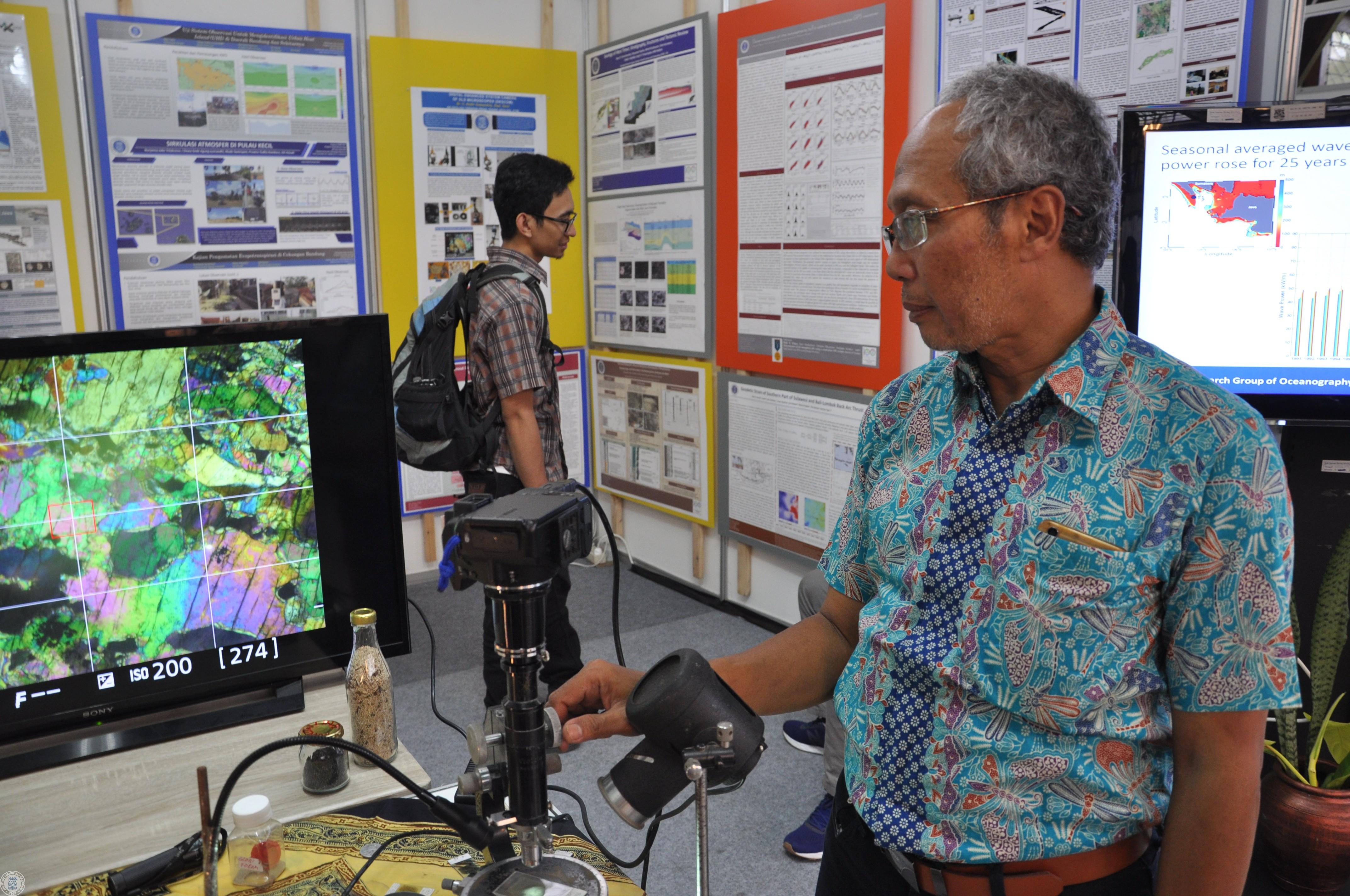 descom-reviving-a-century-old-microscope