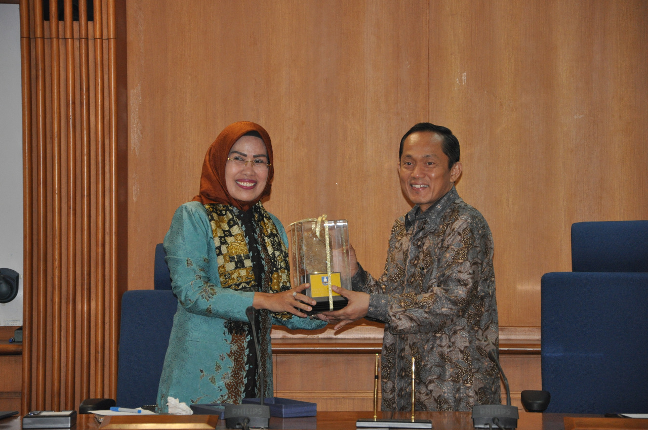 encouraging-economic-growth-regent-of-serang-ties-partnership-with-itb