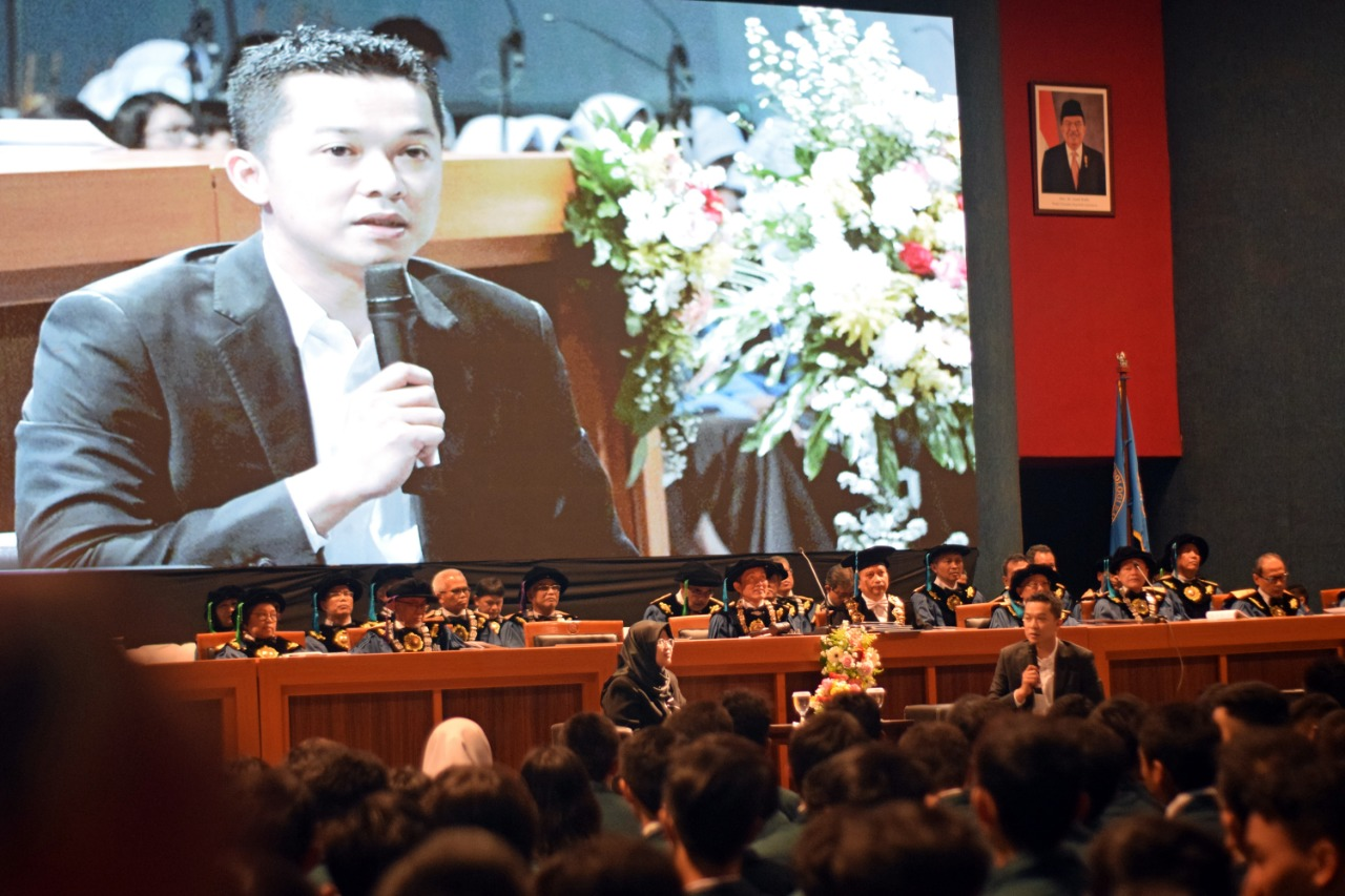 former-olympic-champion-taufik-hidayat-shares-experience-and-motivation-to-itb-freshmen