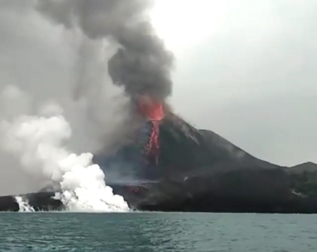 letusan-krakatau-2018-menunjukkan-suatu-urutan-erupsi-yang-lengkap