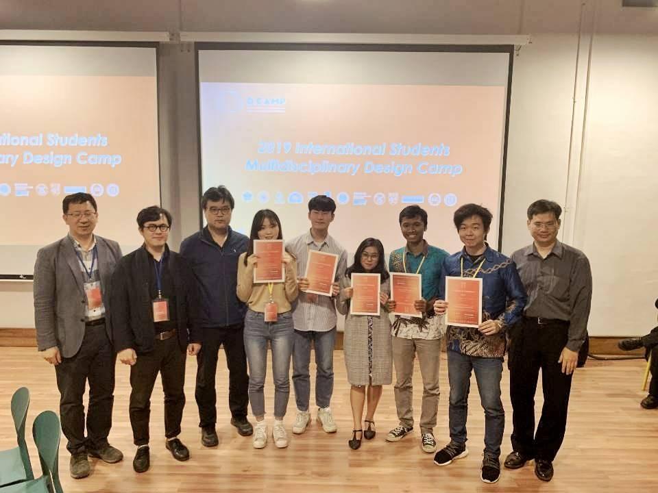 Tiga mahasiswa Institut Teknologi Bandung (ITB) meraih penghargaan Gold Prize pada kompetisi 13th Design Camp International Design Workshop, International Student Joint Capstone Design Project (i-CAPS) dan International Student Multidisciplinary Design Camp (d-CAMP) di Taiwan, 21-25 Januari 2019. Foto: itb.ac.id