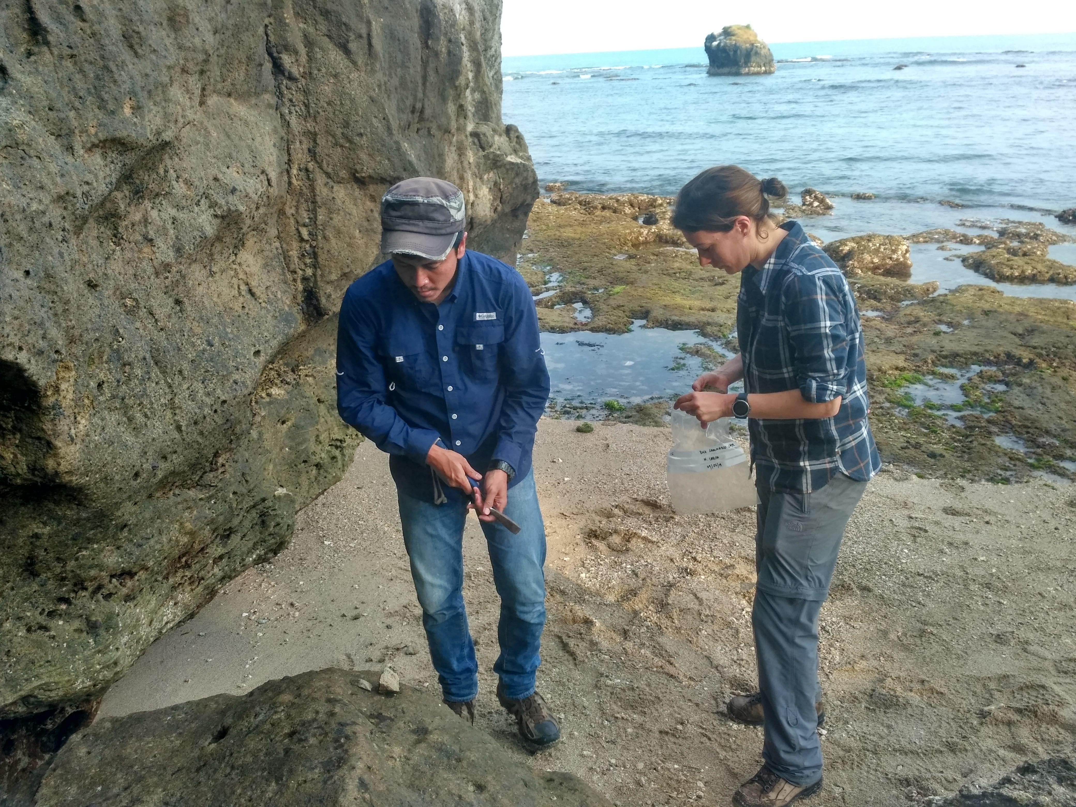 peneliti-itb-bersama-para-geologist-inggris-lakukan-penelitian-anak-krakatau