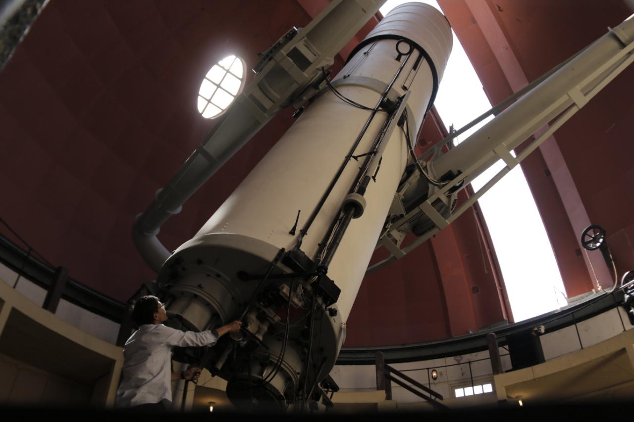 kolokium-bersama-dr-hakeem-oluseyi-hacking-the-stars-and-dark-matter