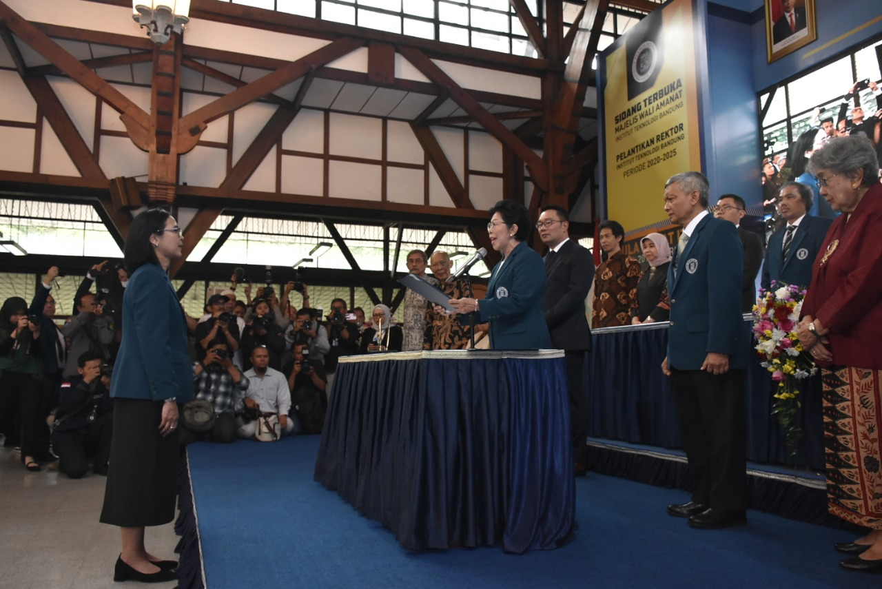 prof-reini-wirahadikusumah-inaugurated-as-rector-of-itb-for-the-period-of-2020-2025
