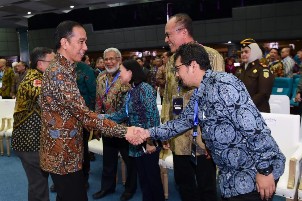tim-katalis-merah-putih-itb-mendapatkan-apresiasi-langsung-dari-presiden-ri-joko-widodo