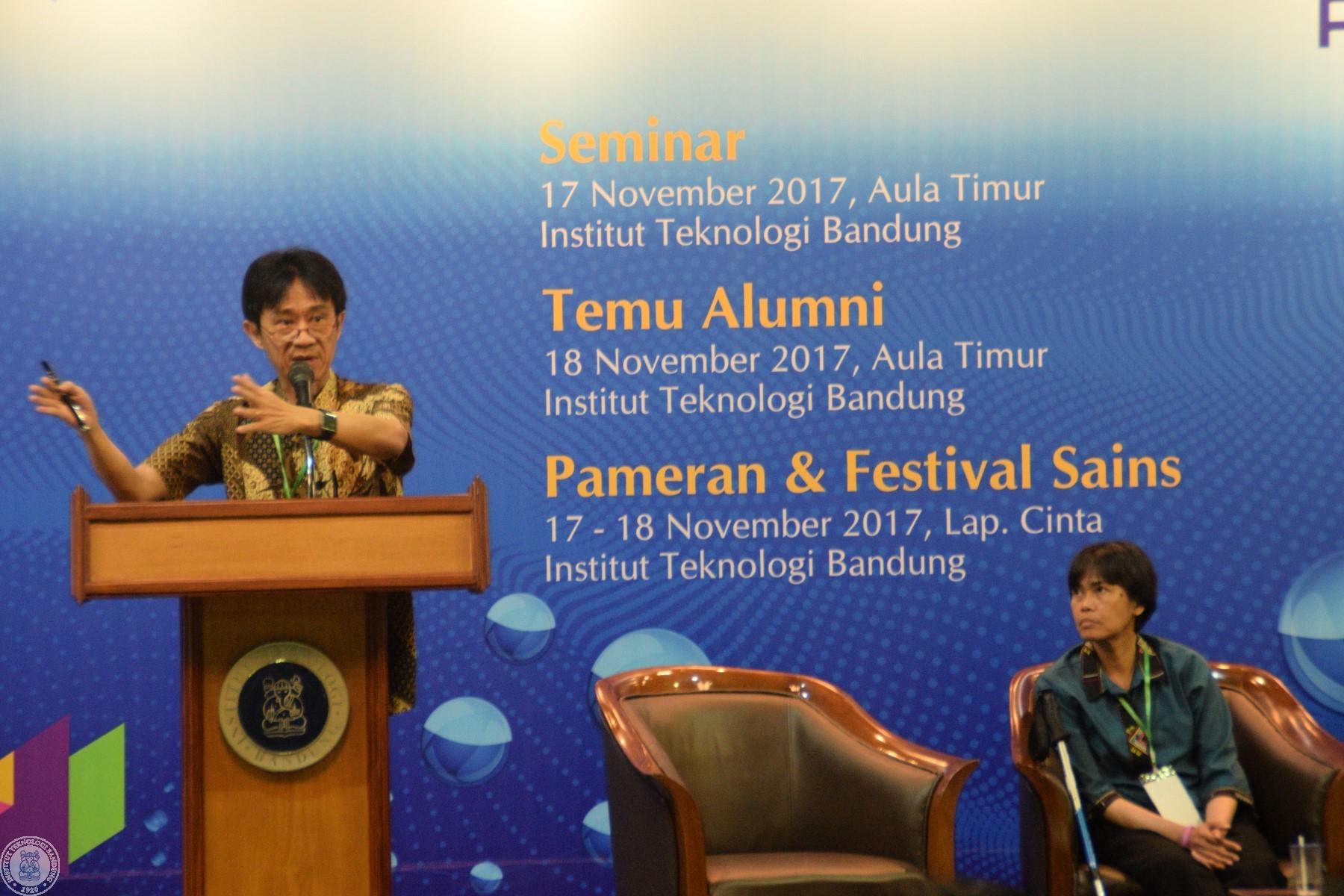 Prof. Dr. Hendra Gunawan menceritakan upayanya dalam memasyarakatkan sains dan matematika.