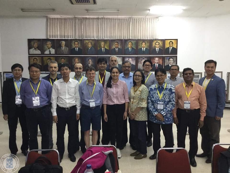 Foto bersama para peserta practice-dialogue workshop di UGM