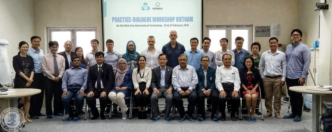 Foto bersama para peserta practice-dialogue workshop di Vietnam