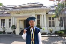 Pesan Jangan Menyerah Meraih Mimpi dari Reza Nurrahman, Wisudawan Fisika ITB